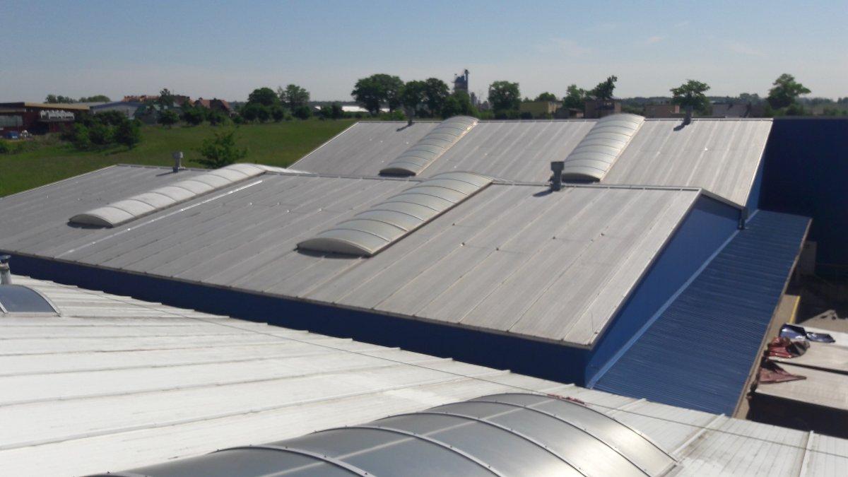 naprawy miejscowe dachu z blachy