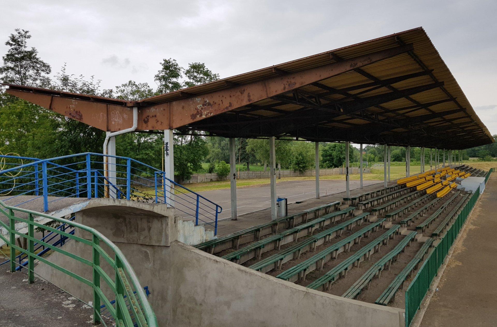 renowacja wiaty stadionowej