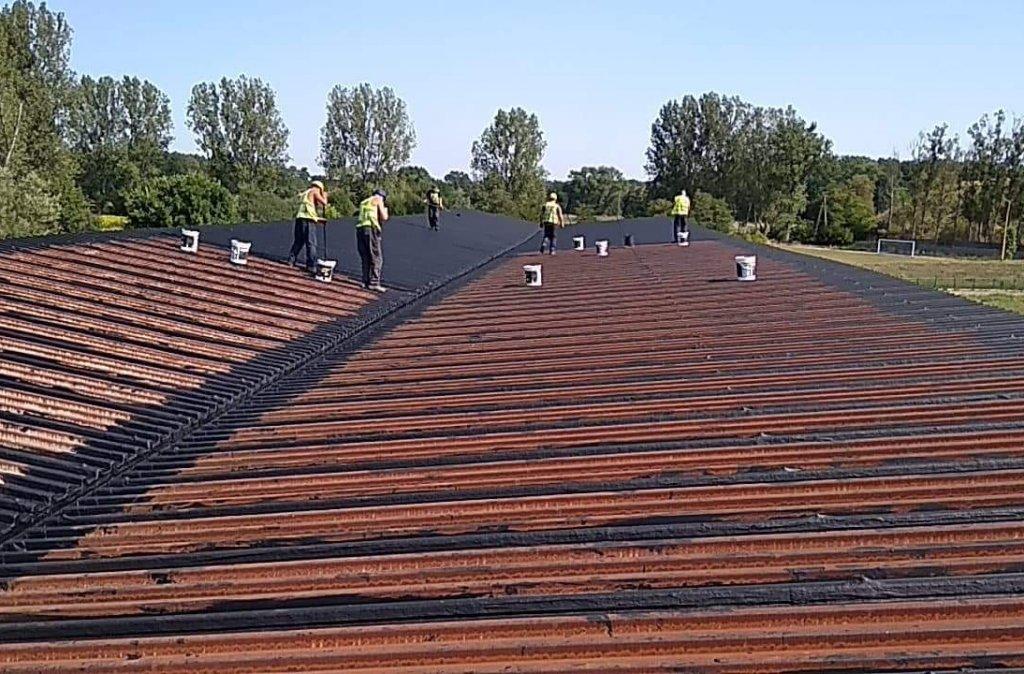 renowacja dachu z blachy