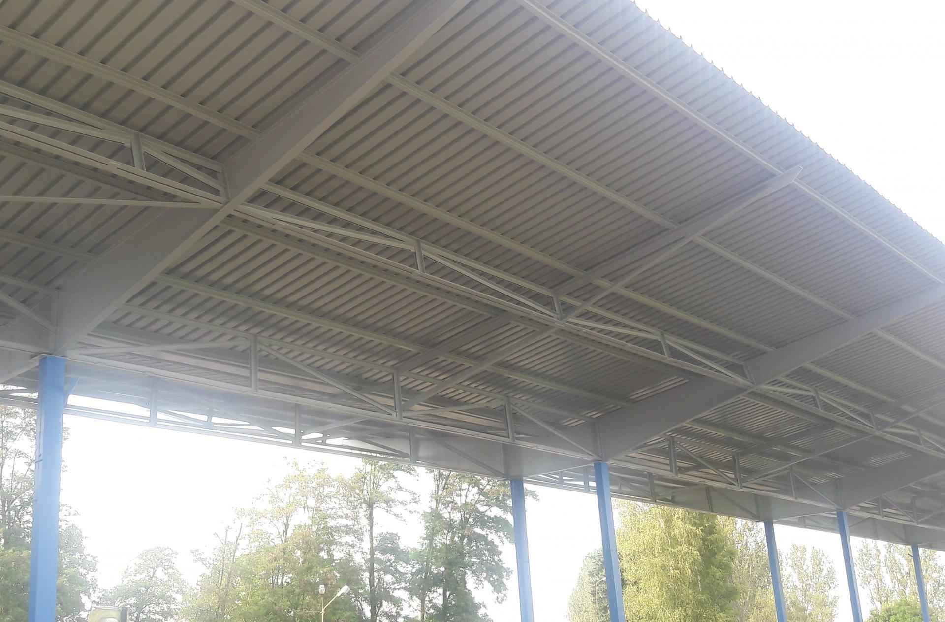 malowanie konstrukcji nośnej dachu