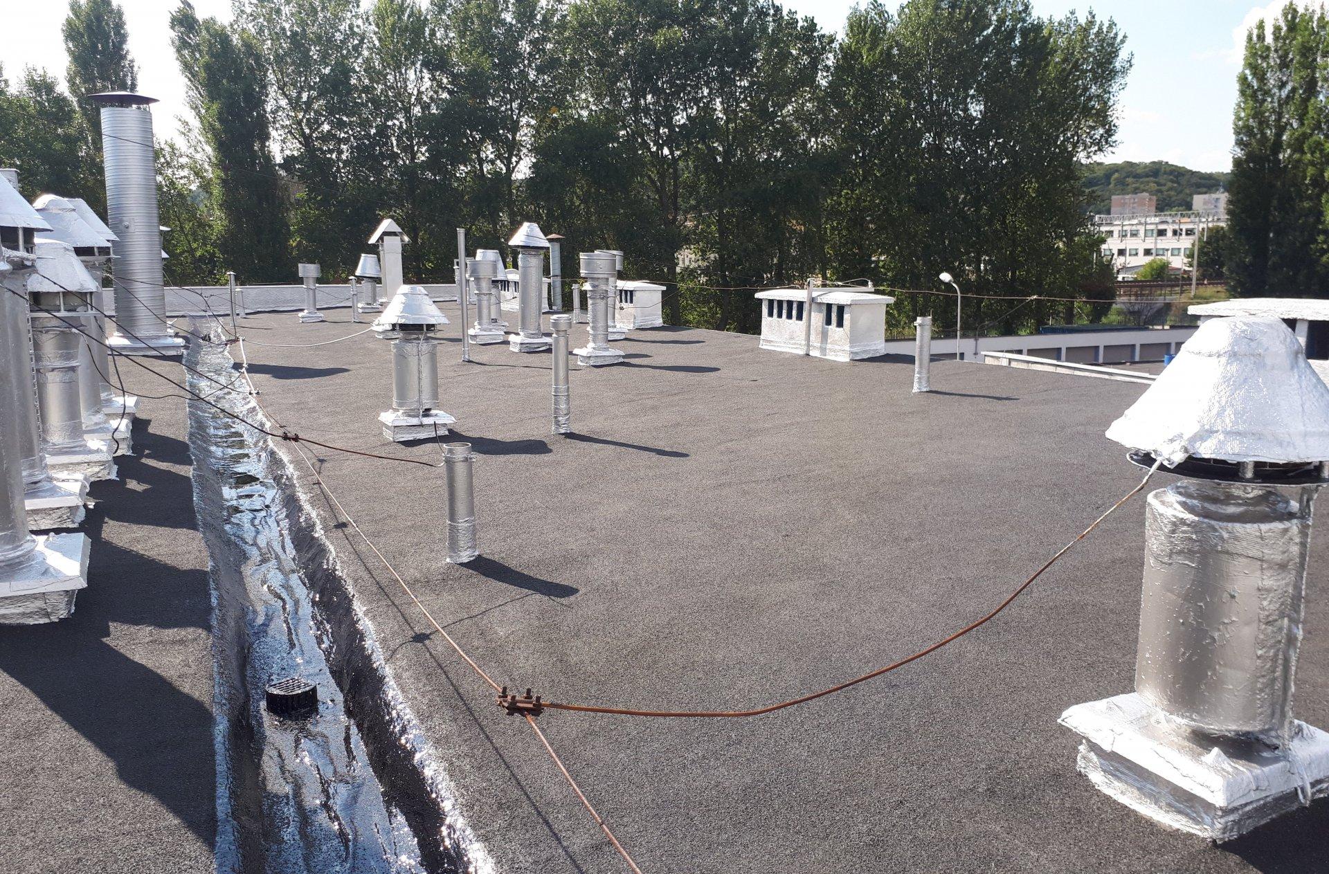 renowacja dachu Papowego
