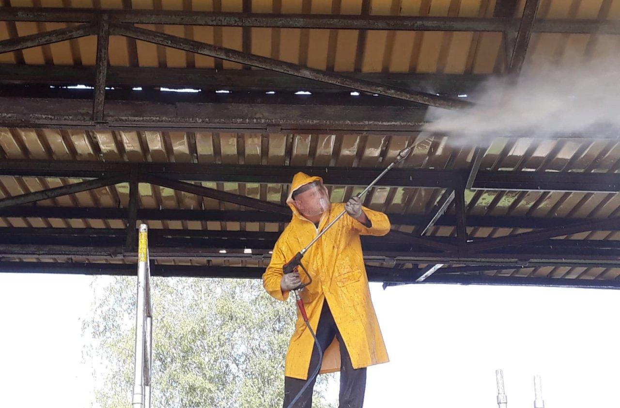 mycie konstrukcji dachu