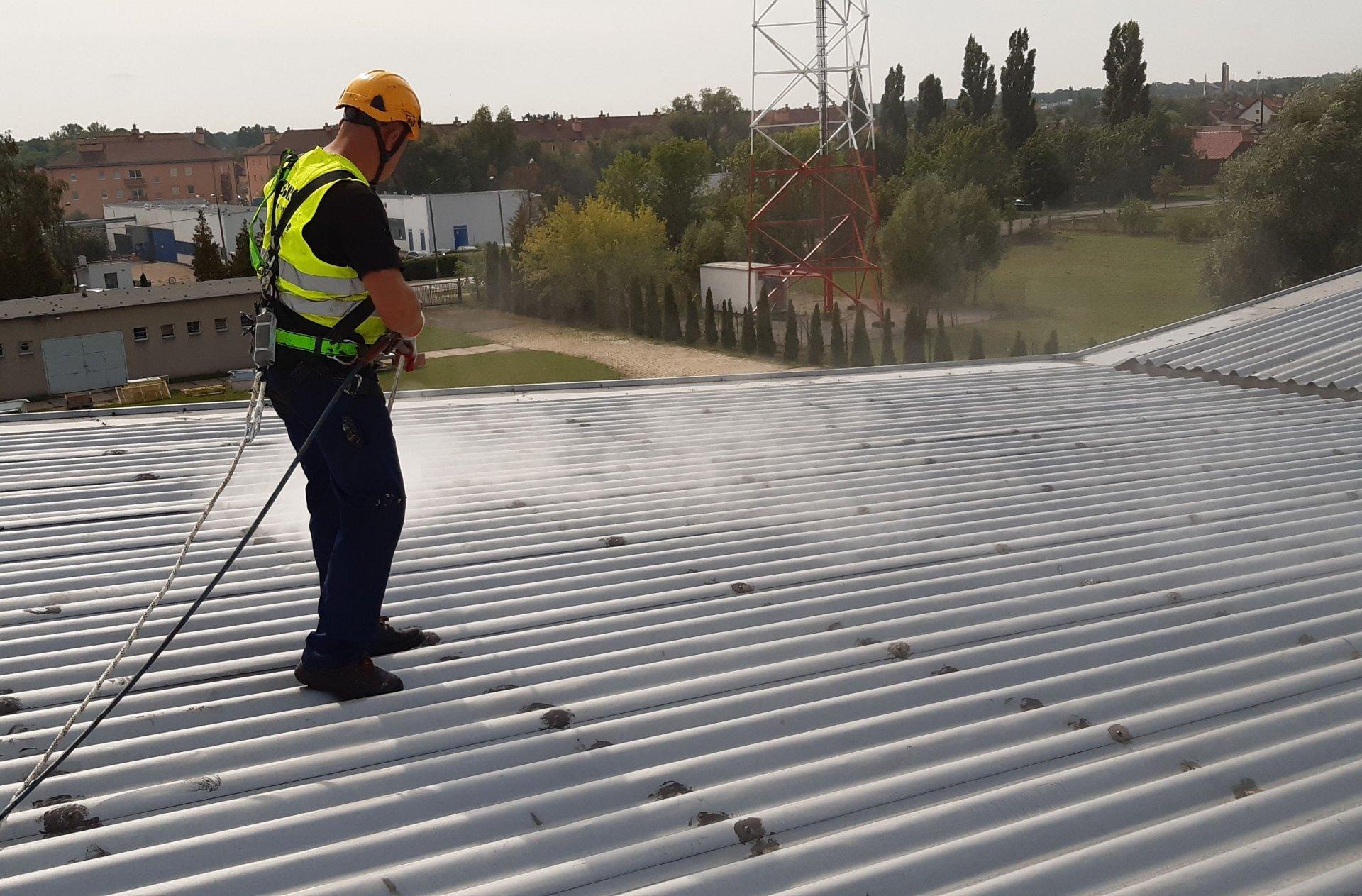 2. Mycie dachów przemysłowych
