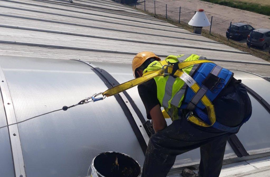 4. Kompleksowa renowacja dachu z blachy
